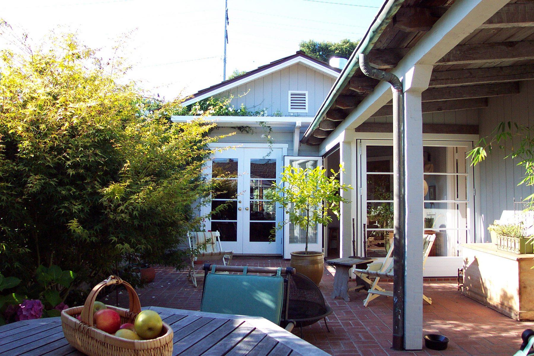 Studio Addition & Private Courtyard Grand Room