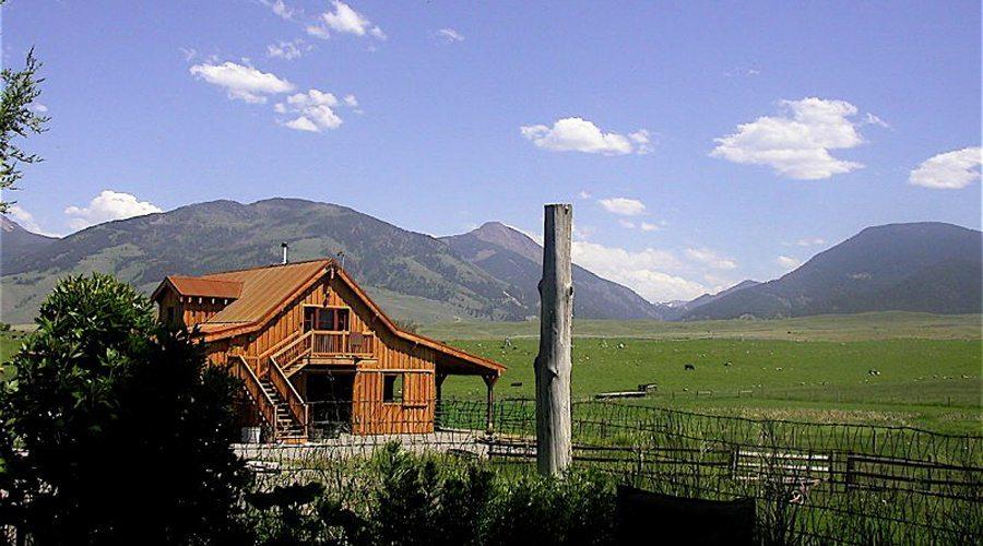 Four Stall Horse Barn